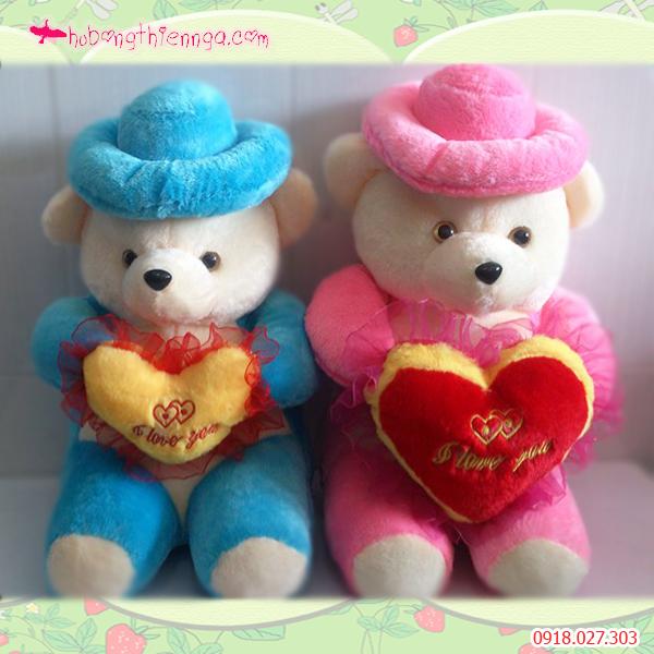 Gấu nón ôm tim